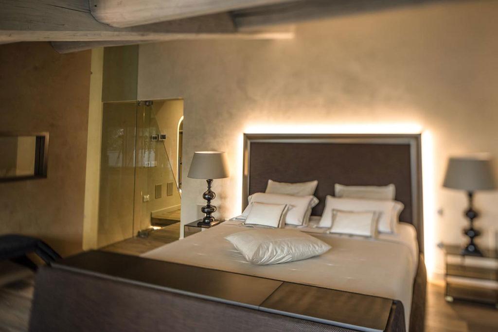 arredamento camera da letto testata